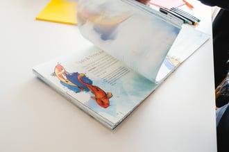 Die Arbeit erfolgt direkt mit und in den liebevoll illustrierten Inhalten des ARITHNEA UX-Workbooks